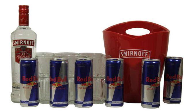 Smirnoff Red Bull Party Set (6 Gläser, 1 Smirnoff Flasche, 6 Red Bull Dosen, Kühler) für 31€