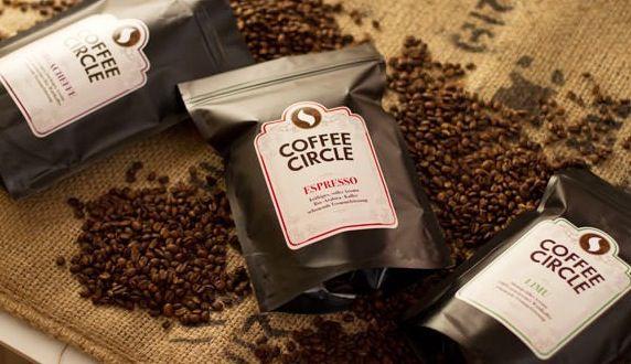 Bio Kaffee mit Cappuccino Tassen Verschiedener Gourmet Kaffee mit Cappuccinotassen zu genialen Preisen