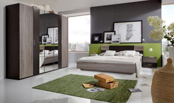 Komplettes Schlafzimmer in Eichefarben (Bett, Kleiderschrank, 2 Nachttische) für 249€