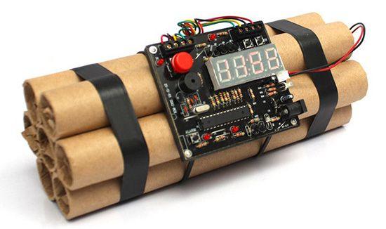 Dynamite Styled Digital Clock (Wecker) für 26,59€   China Gadget!