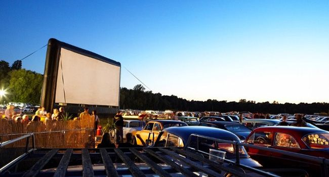 Berlin: Autokino für 2 Personen am BER mit Popcorn und Softdrinks für 12,90€