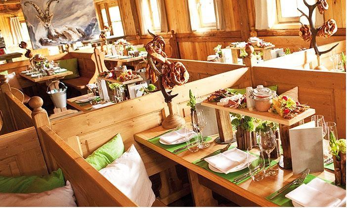 Tisch Reservierung: inkl. halber Gockel und 2 x 0,5l Volksfestbier für 7 oder 8 Personen in Schmids Wasen Alm ab 104,90€