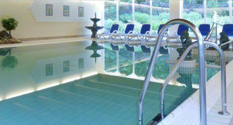 schlosshotel pool