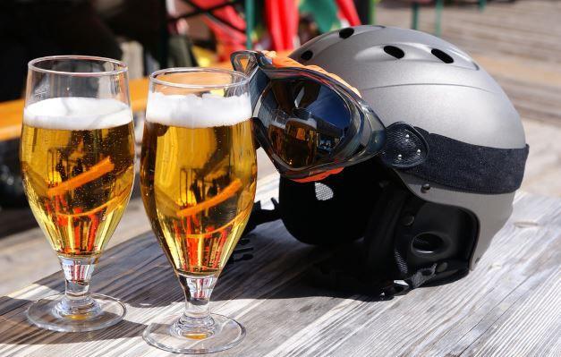 Apres Ski Der beste Ski für den Skiurlaub, oder doch lieber ein Leihski?   Ratgeber