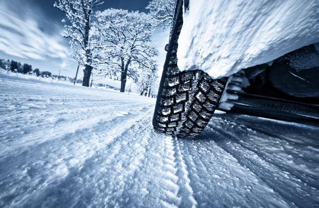 Auto im Schnee  Ganzjahres  oder Winterreifen? Was taugt die Alternative?