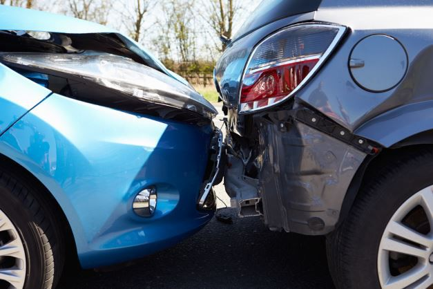 Ein Autounfall KFZ Versicherung Vergleich Ratgeber   Richtig sparen mit Wechsel