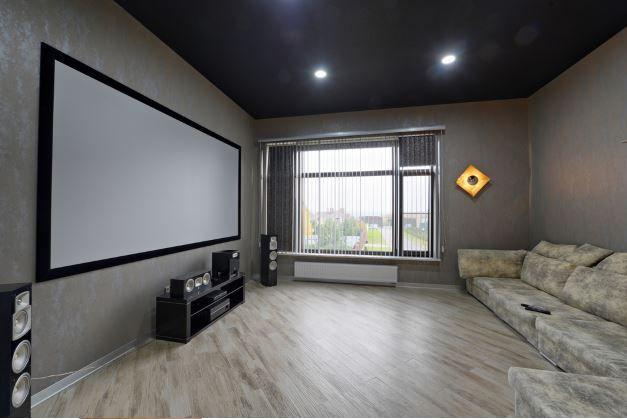 Heimkino System und TV im Wohnzimmer Die beste Universalfernbedienung