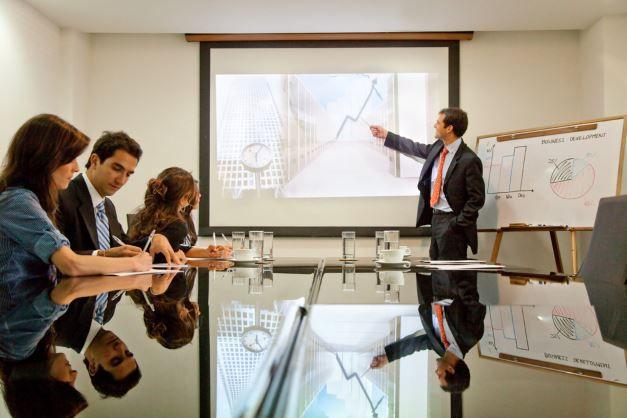 Präsentation in einem Büro.