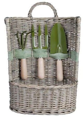 Esschert Korb mit Gartengeräte für 19,99€ (statt 29€)