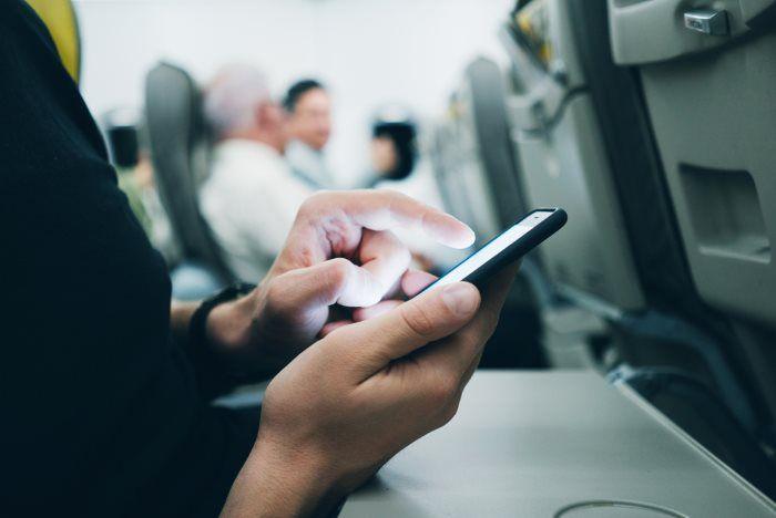 Flugmodus Ratgeber: Was man tun (und nicht tun sollte) um die Akkulaufzeit vom Smartphone zu verlängern