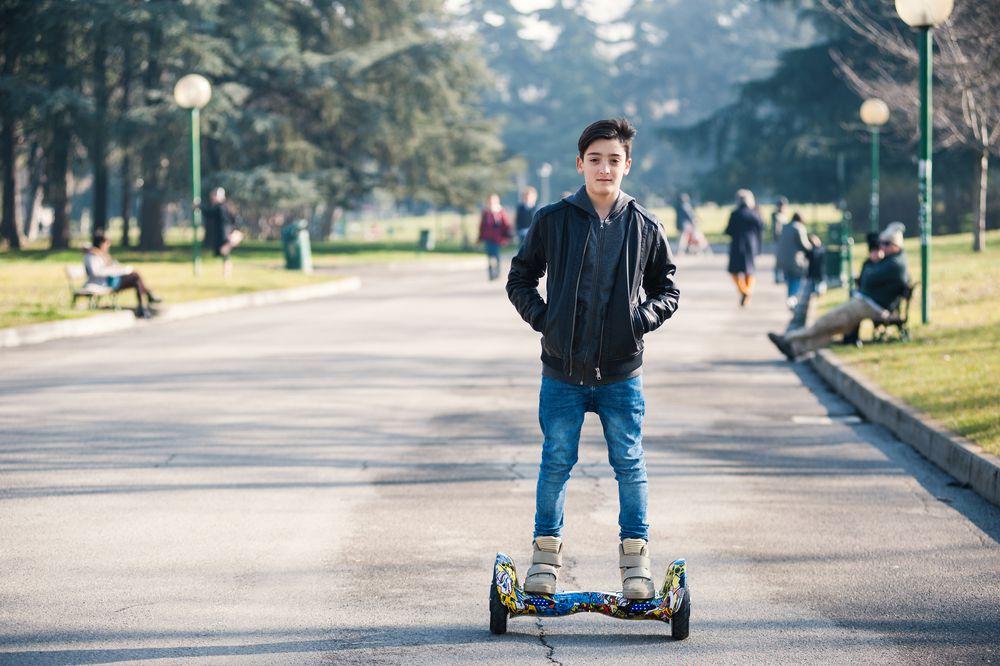 jugendlicher mit hoverboard Hoverboards – Die beste Kaufberatung