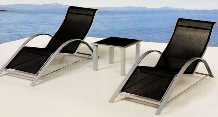 Zwei Deuba Sonnenliegen mit Alurahmen + Tisch für 89,95€ (statt 119€)
