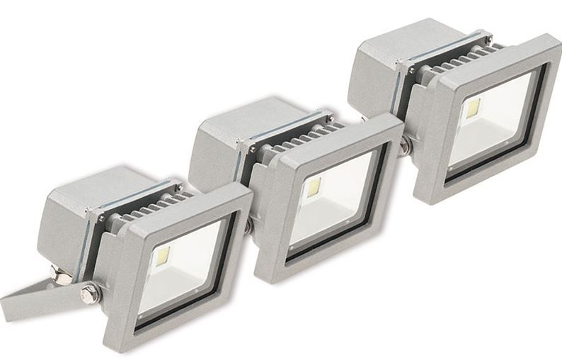 ELV 3er Set LED Flutlichtstrahler mit je 10W für 34,95€