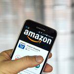 Das Bild zeigt ein Smartphone, auf dem die Amazon App geöffnet ist.
