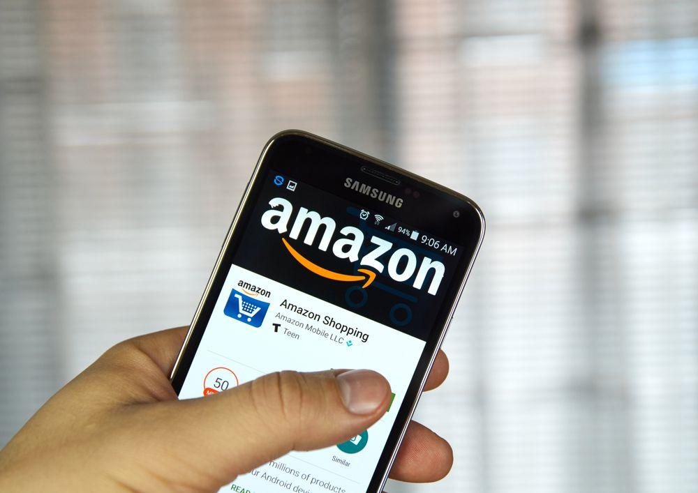 Smartphone mit Amazon App Amazon Plus Produkt Trick   Versandkosten sparen