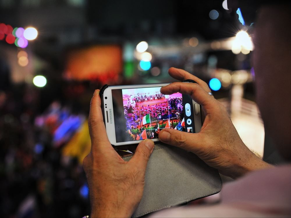 ^074D9D83CF8BBBBD563BEC5EA28DC4F9461AA9D64DF26F218B^pimgpsh fullsize distr Samsung vs. Apple – Wer ist besser?   Die große Kaufberatung