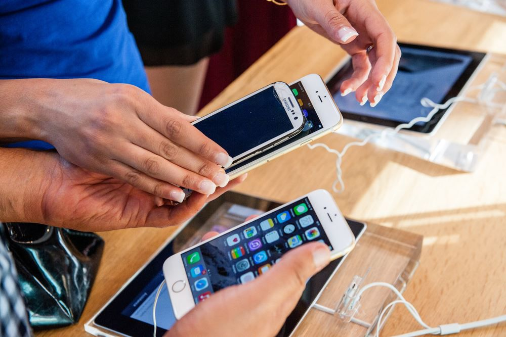 ^CAC8D6A53C1165C60E04D8B7800DEC6F111CFAFD3DD8A1AB81^pimgpsh fullsize distr Samsung vs. Apple – Wer ist besser?   Die große Kaufberatung