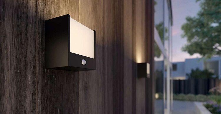 Philips LED Außenmelderleuchte mit 320 Lumen für 12,24€ (statt 25€)