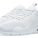 Nike Air Max Tavas Trainers Herren Sneaker für 54€ (statt 80€)