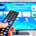 Bild: Mit Smart TV ist schon lange nicht das Ende der Fahnenstange erreicht, wenn es um neue Fernsehgeräte geht. Bildquelle: icarmen13 – 220354069 / Shutterstock.com