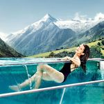 ÜN im 4,5* Hotel in Kaprun inkl. HP, Wellness auf 20.000m² (Therme, 10 Saunen, 11 Pools) ab 114€ p.P.