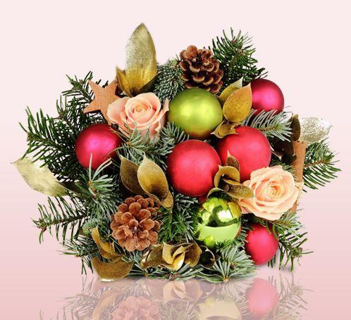 Miflora weihnachtlicher Strauß mit Rosen, Kiefern und Kugeln für nur 18,90€