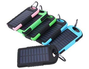 Abgelaufen! Solar Powerbank (8000mAh) mit LED Funktion für 8,14€