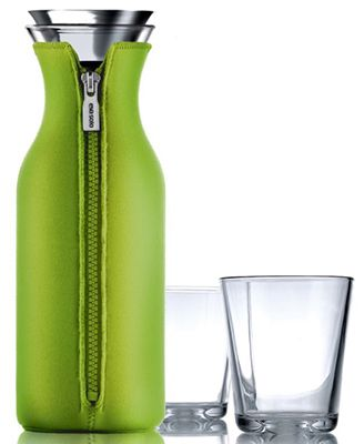 Eva solo Karaffe mit Neopren Mantel 1 Liter + 2 Gläser für 35€ (statt 45€)