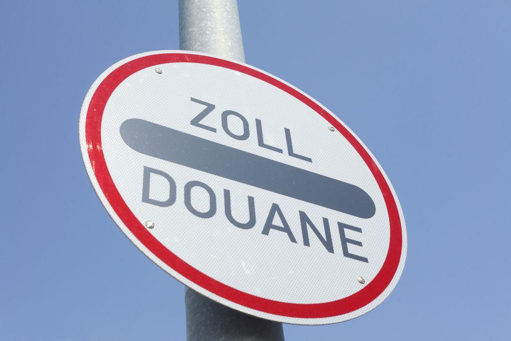 Zoll Schild Ratgeber Zollgebühren: Was ist bei Online Bestellungen aus dem Ausland zu beachten?