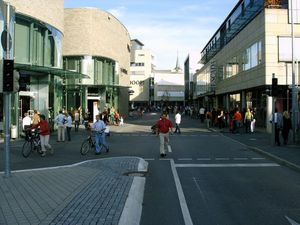 metzingen outlet lindenplatz1 300x225 Outlet Stores in Deutschland – Shopping zu günstigen Preisen!