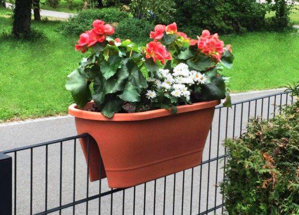 Plastik Blumenkästen für Geländer bis 7cm Dicke für je 9,99€