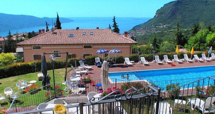3, 4 o. 7 ÜN im 3,5* Hotel am Gardasee inkl. Halbpension, Poolnutzung, Tennis & mehr ab 99€ p.P.