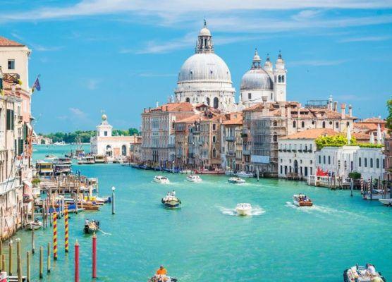 Hotelgutschein: 3 Tage 2Personen + 2Kinder im A&O Hotel Venedig Mestre für 69€