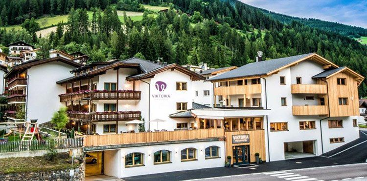 3 ÜN in Südtirol in Familienhotel inkl. Verwöhnpension, Hallenbad, Sauna, Kinderbetreuung & UltentalCard (2 Kinder bis 2 kostenlos) ab 199€ p.P.