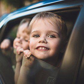 Lange Autofahrten – die besten Beschäftigungsideen für Kinder