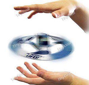 Mystery Flying UFO   Spielzeug zum beeindrucken und staunen für 0,76€
