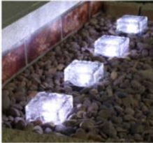 Eaxus 2x LED Solar Glaswürfel mit Dämmerungssensor für 9,99€