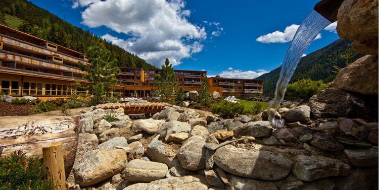 Reisegutschein für Verwöhnurlaub in Südtirol   z.B. 3 ÜN mit Halbpension, Sauna, Badewelt uvm. für 2 Personen für 549€