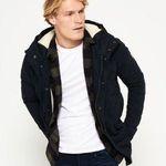 20% Rabatt auf Superdry Jacken und Hoodies – z.B. LA Kapuzenjacke für 47,99€ (vorher 60€)