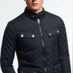 Verschiedene Superdry Jacken für Herren und Damen ab 31,95€