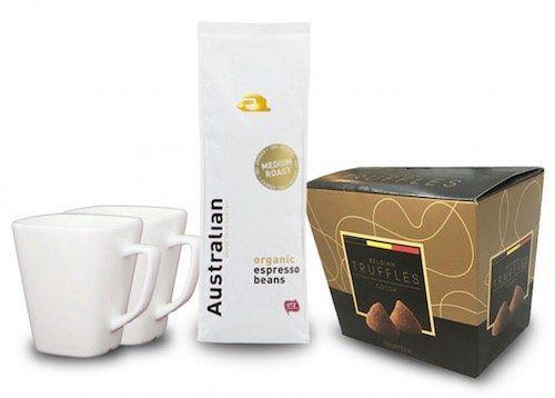 Weihnachts Geschenkbox mit Kaffee, Trüffel & Tassen für 19,99€