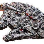 Der große Lego Star Wars Millennium Falcon mit über 7.500 Teilen für 799,99€