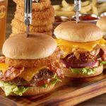 Hard Rock Cafe Hamburg: Finest-Burger-Menü inkl. Pommes und Getränk für 1 Person nur 12,95€(statt 20€)