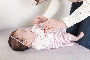 Baby auf Wickeltisch