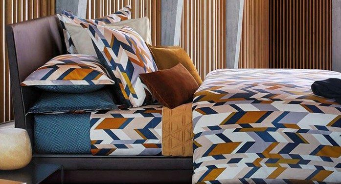 Hugo Boss Home Sale mit Bettwäsche, Badwäsche und Decken   z.B. Handtuch Loft aus Baumwolle 700 g/m² (70 x 140cm) für 19,99€ (statt 42€)