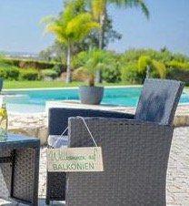 Lounge-Garnitur mit Zweisitzer, Tisch und 2 Stühlen inkl. Kissen ab 139,30€ (statt 229€)