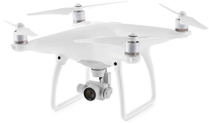 DJI Phantom 4   Quadcopter Drohne für 699€ (statt 735€)