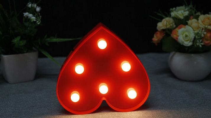 Herzförmige Lampe mit mehreren LEDs für 4,95€