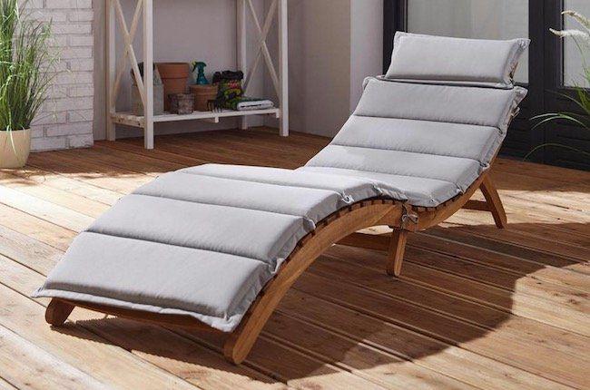 Relaxliege Bora aus Akazie mit Auflage für 70,70€ (statt 102€)