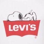 Levi's X Peanuts Snoopy Batwing Graphic T-Shirt für 17,99€ (statt 25€)